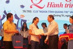Trao 147 suất học bổng 'Tiếp sức đến trường' cho sinh viên nghèo Quảng Trị