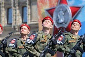 'Ngứa mắt' với NATO, 30 vạn lính Nga, nghìn máy bay tập trận rầm rộ