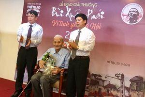 Trao Giải thưởng Vì tình yêu Hà Nội cho nhà nghiên cứu Nguyễn Bá Đạm