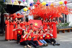Nhộn nhịp tour cổ vũ đội tuyển Olympic Việt Nam