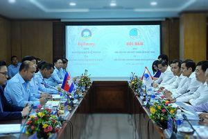 Chủ tịch T.Ư Hội LHTN hai nước Việt Nam-Campuchia hội đàm