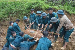 Bản tin 20H: Phá hủy quả bom Mỹ 350kg nằm gần đường sắt Hà Nội-Lào Cai