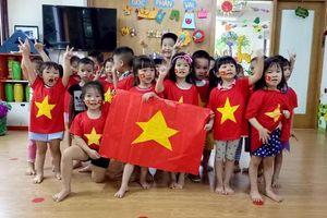 Những 'thiên thần nhí' đáng yêu cổ vũ cho Olympic Việt Nam