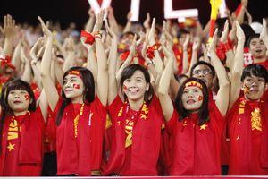 'Chảo lửa' cờ đỏ sao vàng cổ vũ thầy Park và Olympic Việt Nam