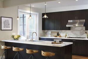 'Nâng cấp' nhà bếp từ cũ kỹ hóa sang chảnh cùng màu đen huyền bí