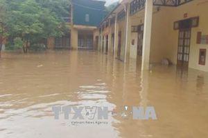 Mưa lũ cuốn trôi một người, ba trường học bị ngập ở Sơn La