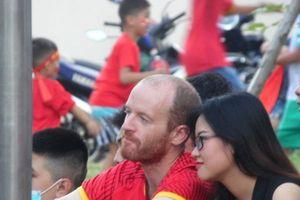 Chùm ảnh: '50 sắc thái' của những cổ động viên ngoại quốc khi xem Olympic Việt Nam thi đấu