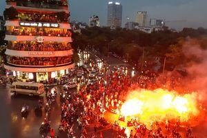 Các cầu thủ Olympic Việt Nam đừng buồn! Dù thắng hay thua người hâm mộ vẫn xuống đường ăn mừng và giữ vững niềm tin