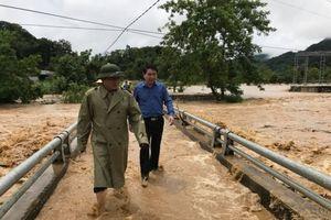 Nghệ An: Bão lũ làm 5 người chết, hàng trăm ngôi nhà bị chìm trong biển nước
