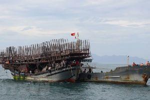 53 ngư dân và tàu gặp nạn trên vùng biển Hoàng Sa đã cập cảng an toàn