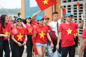 Cổ động viên Việt Nam tại Nhật Bản cổ vũ cho Olympic Việt Nam