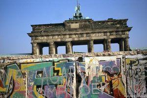 'Hồi sinh' tường Berlin và thước phim điên rồ nhất mọi thời đại