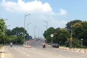 Tại cầu vượt Nam Hồng, huyện Đông Anh: Vô tư vi phạm luật giao thông