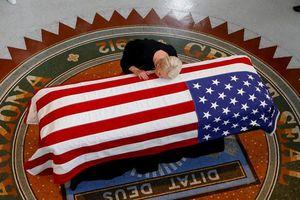 Những hình ảnh xúc động về lễ tang Thượng nghị sĩ John McCain tại bang Arizona