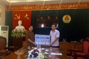 LĐLĐ TP. Hà Nội giúp CNVCLĐ tỉnh Hòa Bình khắc phục hậu quả mưa lũ
