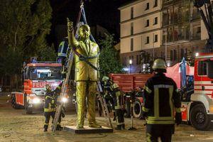 Đức di dời tượng vàng Tổng thống Thổ Nhĩ Kỳ vì bị viết bậy