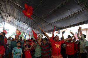 Dù thua, cổ động viên luôn tự hào về Olympic Việt Nam