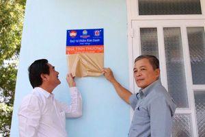 Trao học bổng, tặng nhà cho học sinh, người nghèo tại Đồng Nai