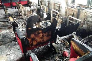 Sau tiếng nổ lớn, hội trường UBND xã bốc cháy, thiệt hại hơn nửa tỷ đồng