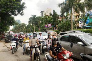 Người dân ùn ùn rời Hà Nội, nhiều tuyến đường ùn ứ kéo dài