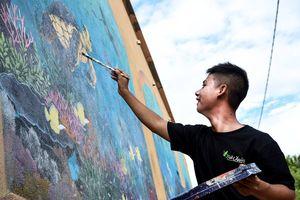'Thế giới rùa biển' ở làng bích họa giữa trùng khơi Lý Sơn