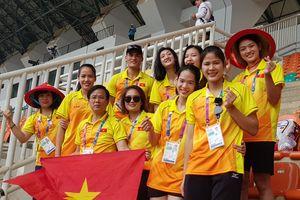 Bên lề Asian Games 18: Áo bẩn không thay