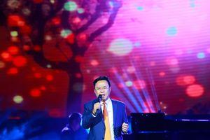 Đêm thơ nhạc Hồng Thanh Quang 'Người đàn ông mùa thu'