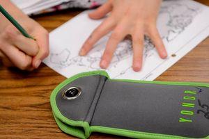 Nhiều trường Mỹ thí điểm khóa điện thoại học sinh trong giờ toán