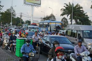 Người dân bắt đầu rời TP.HCM về quê nghỉ lễ 2.9