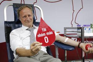 Đại sứ Liên minh châu Âu tại Việt Nam hiến máu tình nguyện