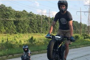 Cậu bé 4 tuổi với niềm đam mê mô tô gây 'đốn tim' cư dân mạng