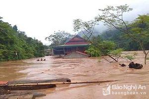 10 bản làng ở Tương Dương đang bị cô lập hoàn toàn trong nước lũ