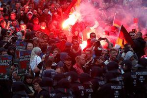 Cảnh sát Đức bị nghi dính líu với phe cực hữu