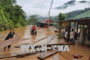 Miền núi Nghệ An ngập nước, chia cắt sau lũ
