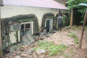 Sập tường nhà trong trụ sở UBND tỉnh, ba công an bị thương