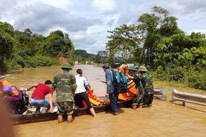 Nghệ An: Quốc lộ 7A bị chia cắt do mưa lũ