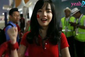 Không chỉ gây xôn xao vì nhan sắc xinh đẹp, nữ CĐV Việt Nam khiến người Việt tự hào vì câu trả lời phỏng vấn thông minh