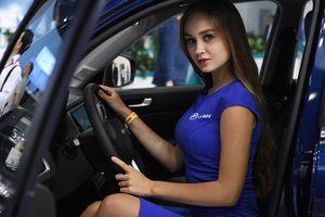 Các cô gái PG đẹp lôi cuốn tại triển lãm ô tô Moscow (Nga)
