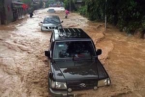 Giao thông nhiều nơi tại Sơn La bị tê liệt hoàn toàn vì mưa lũ