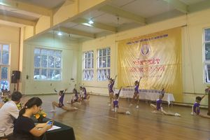 Khen thưởng các vận động viên năng khiếu Trường Thể thao Thiếu niên 10-10