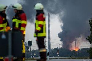 8 người bị thương sau vụ nổ nhà máy lọc dầu của Đức