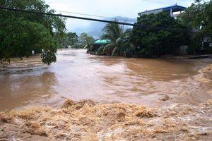 Mưa lũ gây thiệt hại nặng nề trên cả nước