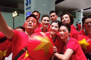 Người hâm mộ sang Indonesia từ giữa đêm để cổ vũ Olympic Việt Nam