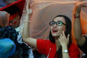 Đội mưa cổ vũ Olympic Việt Nam