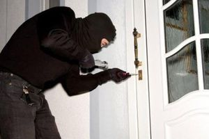 Đề phòng trộm cắp dịp nghỉ lễ đi du lịch vắng nhà