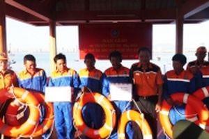 Cứu sáu thuyền viên Đà Nẵng gặp nạn biển Hoàng Sa