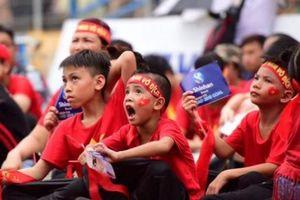 CĐV nhí nhuộm đỏ SVĐ Hàng Đẫy cổ vũ U23 Việt Nam