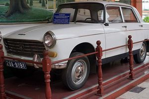 Chi tiết xe Peogeot 404 của Việt kiều Pháp tặng Bác Hồ