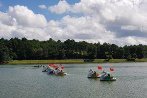 Đua xe đạp nước trên hồ Xuân Hương mừng Quốc khánh 2.9