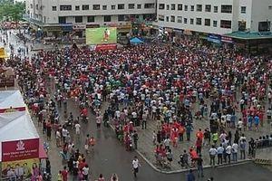 Mong Olympic Việt Nam chiến thắng, cư dân HH Linh Đàm quyết 'đổi phong thủy' vị trí đặt màn hình cỡ lớn